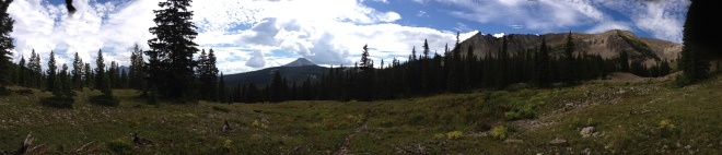 Panorama at the junction of  Green Lake Trail and para me y para te Trail.